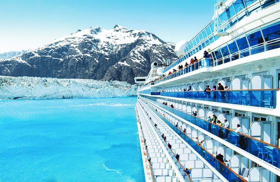 알래스카 크루즈는 만년설과 빙하를 관광할 수 있는 것이 특히 매력적이다. 다양한 상품 중 앵커리지 빙하 크루즈 11일은 세계 최대 유빙인 허버드 빙하, 육로로는 가지 못 하는 글레이셔 베이 국립공원을 관광할 수 있다. [사진 롯데관광]