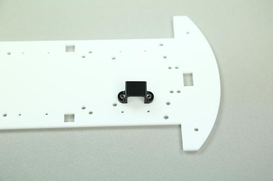 차체 기본이 되는 아크릴판에 모터 지지대를 설치한 단계.              [사진=메이커스]