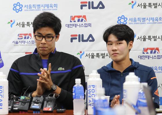 2017년 서울오픈 기자회견에 참석했던 정현(왼쪽)과 권순우. [중앙포토]