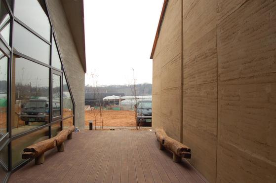 이규봉 건축가와 고 신근식 교수가 함께 설계하고 지은 고양 화정동 GS corp 사옥의 모습.[사진 건축연구소 알콘]