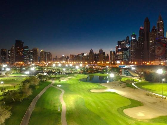에미리츠 골프클럽의 야간 조명. [에미리츠 골프클럽]