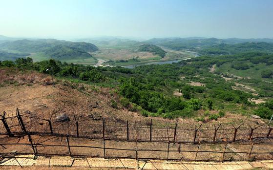 경기도 연천군 태풍전망대에서 내려다본 DMZ. [중앙포토]