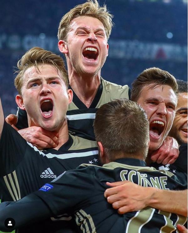 네덜란드 아약스는 유럽 챔피언스리그 16강에서 지난대회 우승팀 레알 마드리드를 꺾었다. 8강에서는 호날두가 이끄는 유벤투스를 제압하고 또 한번 도장깨기에 성공했다.[아약스 인스타그램]