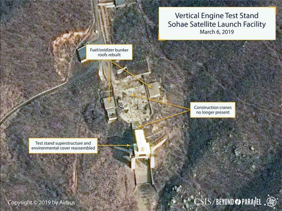 지난 6일 에어버스 위성 사진에 찍힌 동창리 미사일 발사장. 수직 미사일 발사대가 완성된 것으로 보인다. [사진 에어버스ㆍCSIS]