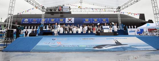 지난해 9월 도산안창호함의 진수식. 장보고-Ⅲ 배치-Ⅱ 잠수함인 이보다 더 대형이다. [청와대사진기자단]