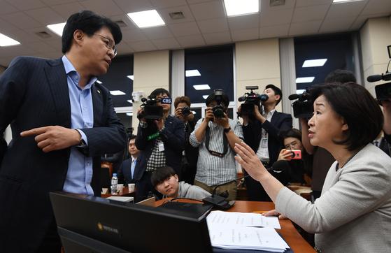 심상정 정개특위 위원장에게 항의하는 장제원 자유한국당 간사(왼쪽). 김경록 기자