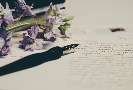 아이들에게 남편 대신 편지를 쓰기 시작했다. 무뚝뚝한 아버지의 진심이 전해지자, 아이들이 달라졌다. [사진 unsplash]