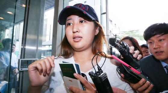 2017년 6월 정유라씨가 최순실 씨를 면회하기위해 남부구치소로 갔다가 구치소측의 불허로 서울 강남구 신사동 집으로 돌아오고 있다. 임현동 기자