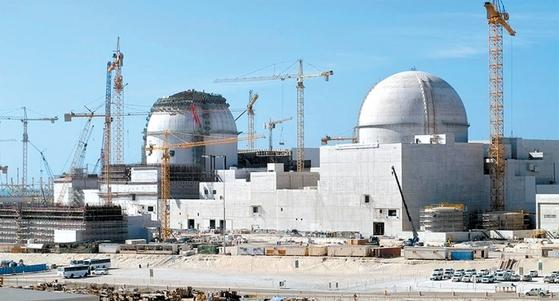 아랍에미리트에 짓고 있는 바라카 원전 1, 2호기의 모습. 3세대 한국표준형원전(APR1400) 기술을 적용했다. [중앙포토]