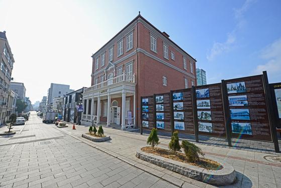 한국 최초의 서양식 호텔인 '대불호텔'이 복원돼 인천 중구생활사전시관으로 쓰이고 있다. [사진 한국관광공사]