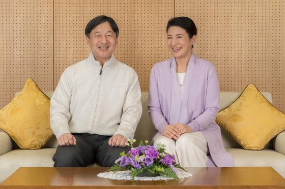 지난 2월 궁내청이 공개한 나루히토 왕세자와 마사코 왕세자비 부부의 모습. [AP=연합뉴스]
