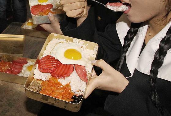 대전에서 서울로 이사 왔을 때 학급 친구들의 벤또(도시락)을 보고 깜짝 놀랐다. 대전에서는 도시락에 계란프라이를 얹어오는 걸 본 적이 없었기 때문이다. [중앙포토]