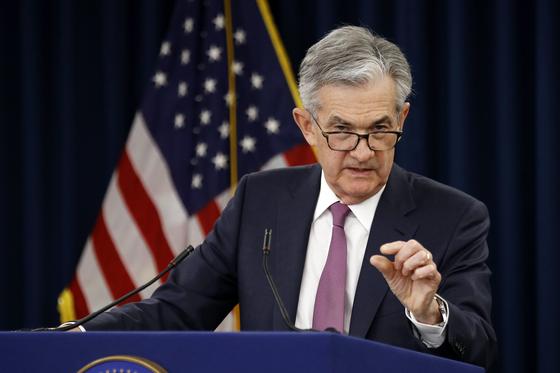 제롬 파월 미 연방준비제도(Fed) 의장이 1일 통화정책회의 직후 기자회견을 하고 있다. [AP=연합뉴스]
