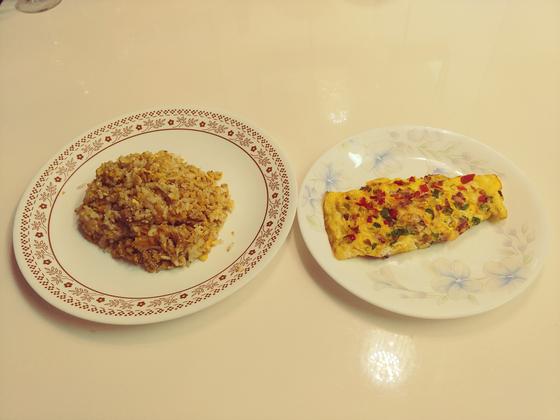오믈렛은 만드는 게 계란말이보다 쉽다. 계란볶음밥도 만들기도 쉽고 맛도 일품이라 아침식사로 최고다.[사진 민국홍]