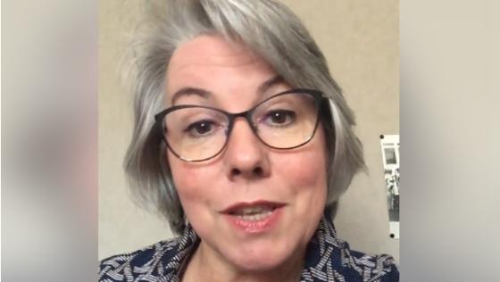 유류세 인상에 반대하는 영상을 페이스북에 올린 자클린 무로