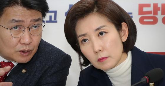 나경원 자유한국당 원내대표(오른쪽)와 정용기 정책위의장. [연합뉴스]