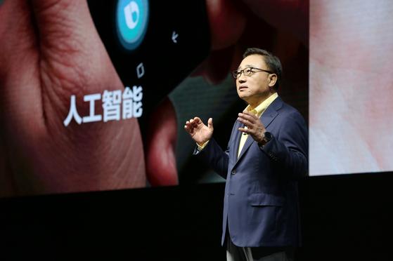 고동진 삼성전자 사장이 지난해 8월 중국에서 노트9를 소개하고 있다. [사진 삼성전자]