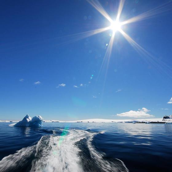 남극의 여름엔 해가 지지 않는다. 해는 남극의 하늘을 낮게 오르락 내리락 하며 24시간 지평선, 수평선을 따라 돌 뿐이다. [사진 극지연구소]