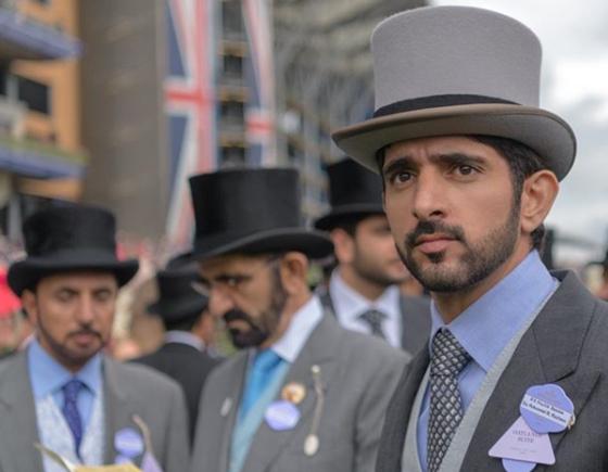 공식석상에서는 주로 아랍 전통 복장을 입지만, 행사의 성격에 따라 양장을 하기도 한다. [함단 인스타그램 캡처]