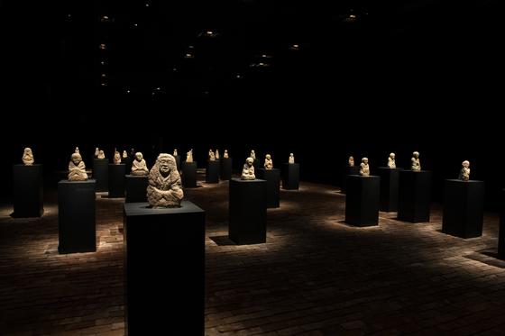 국립중앙박물관의 '창령사 터 오백나한' 전 1부 전시장. [사진 국립중앙박물관]