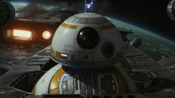 영화 '스타 워즈:라스트 제다이'에서 로봇 BB-8의 모습. 몸통 부분의 원구가 공처럼 자유자재로 돌아가며 움직인다. [사진 월트디즈니컴퍼니 코리아]