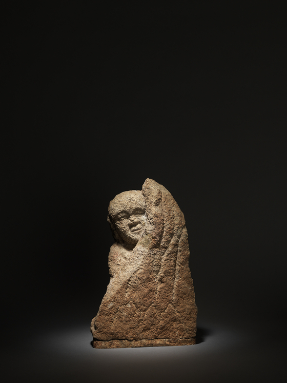 창령사 터에서 출토된 나한상. 관람객들의 탄성을 자아내는 전시작 중 하나다. [사진 국립중앙박물관]