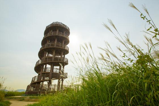 시흥 갯골생태공원의 흔들전망대. [사진 경기관광공사]