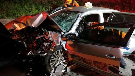 6일 오전 진도군 의신면 왕복 2차선 도로에서 박모씨가 몰던 승용차가 중앙선을 침범해 맞은편의 A씨의 택시를 들이받았다. 이 사고로 3명이 사망하고 3명이 크게 다쳤다. [뉴스1]