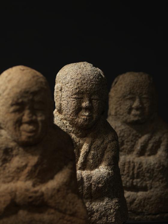 서울 국립중앙박물관에서 열리고 있는 '영월 창령사 터 오백나한, 당신의 마음을 닮은 얼굴'전. 영월 창령사는 고려 말~조선 초기에 건립된 것으로 추정되며, 나한상도 그 시기에 만들어져 봉안된 것으로 보인다. [사진 국립중앙박물관]