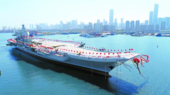 중국의 '001A'형 항공모함. 중국의 첫 자국산 항공모함이다. [신화=뉴시스]