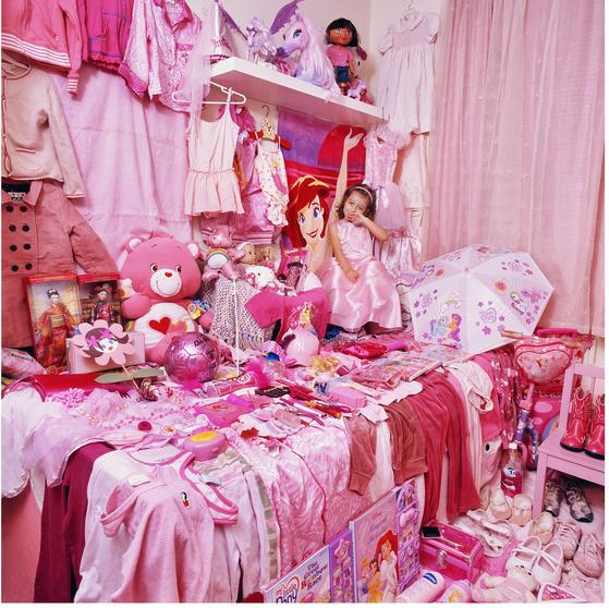 핑크 프로젝트 I- 마이아와 마이아의 핑크색 물건들, 뉴욕, 미국, 라이트젯 프린트, 2006 ⓒ윤정미
