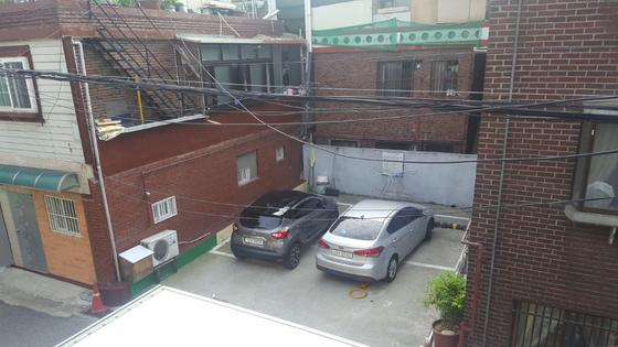 경기도 성남시에 조성된 자투리 주차장. 오래된 주택을 매입해 주차장을 만들었다. [사진 경기도]