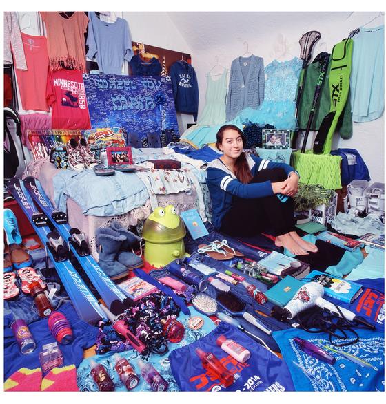 핑크 프로젝트 III- 마이아와 마이아의 핑크 & 초록 & 파란색 물건들, 뉴욕, 미국, 라이트젯 프린트, 2015 ⓒ윤정미