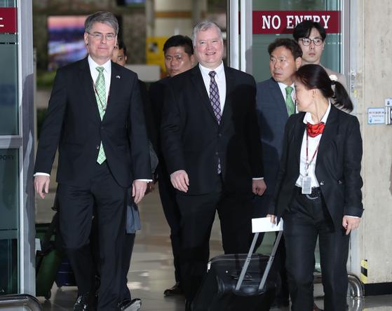 스티븐 비건 특별대표가 8일 오후 김포공항을 통해 도착하고 있다. 최승식 기자