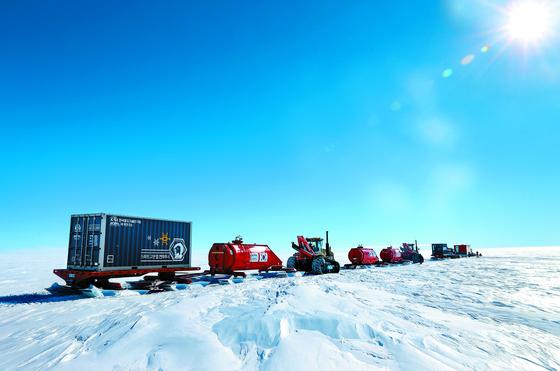극지연구소 'K-루트 사업단'이 2020년을 목표로 독자적인 남극 내륙진출로 코리안루트를 탐사하고 있다. 코리안루트는 장보고과학기지에서 남극점까지로 직선거리는 1700km, 총 육상주행 거리는 3000km에 이른다. [사진 극지연구소]