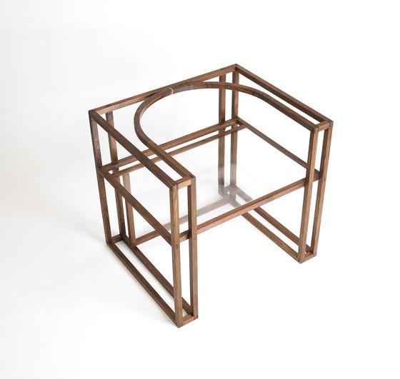 의자의 형태에서 과감하게 면을 뺀 김수희(로즈앤오방) 목수의'선, 형' 의자. [사진 우드플래닛]