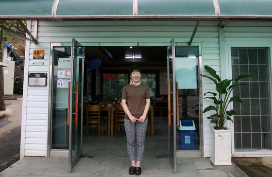 '진일기사식당' 2대 대표 서졍엽씨. 시어머니 배일순 여사를 이어 식당을 맡고 있다. 1988년 시집 오자자마 식당에서 일을 했다고 한다. 손민호 기자