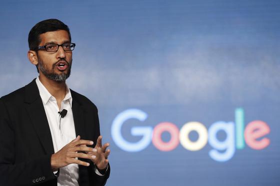 순다 피차이 구글 CEO가 7일 개발자회의에서 기조연설을 하고 있다. [연합뉴스]