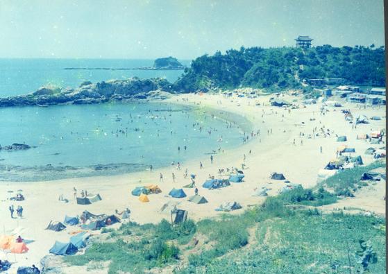 1979년 사라지기 전 동백정 해수욕장. [사진 서천군]