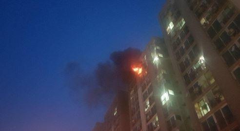 인천시 부편구 삼산동의 한 아파트 14층에서 화재가 발생했다. 인천 부평소방서 제공. [연합뉴스]
