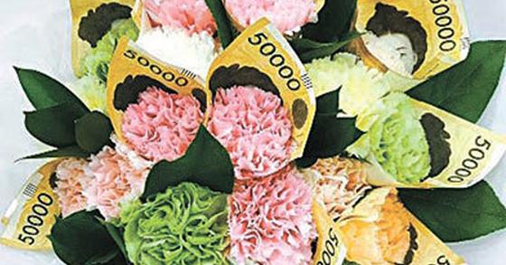 8일 SNS에는 어버이날 선물로 만든 다양한 카네이션 돈다발 사진이 게시됐다. [사진 인스타그램]