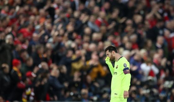 8일 열린 유럽 챔피언스리그 4강 2차전에서 리버풀에 0-4로 패하면서 결승에 오르지 못하고 좌절한 바르셀로나의 리오넬 메시. [로이터=연합뉴스]