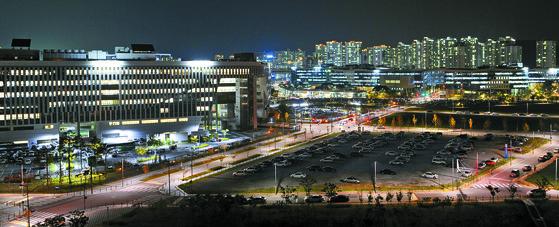 정부세종청사와 인근 아파트 단지 모습. [중앙포토]