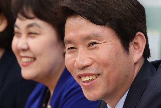 이인영 더불어민주당 원내대표가 9일 국회에서 열린 정책조정회의에 참석해 환하게 웃고 있다. 오종택 기자