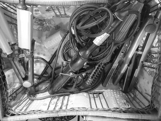 옐로하우스 여성들이 화장하고 꾸밀 때 사용하는 물품들. 최은경 기자