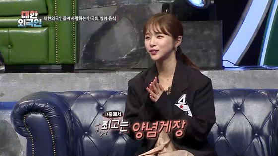 '대한외국인'은 외국 패널과 한국 스타가 대결하는 퀴즈 프로다. 한국어 실력은 에바, 모에카, 안젤리나 다닐로바(위쪽부터) 순. [사진 MBC에브리원]