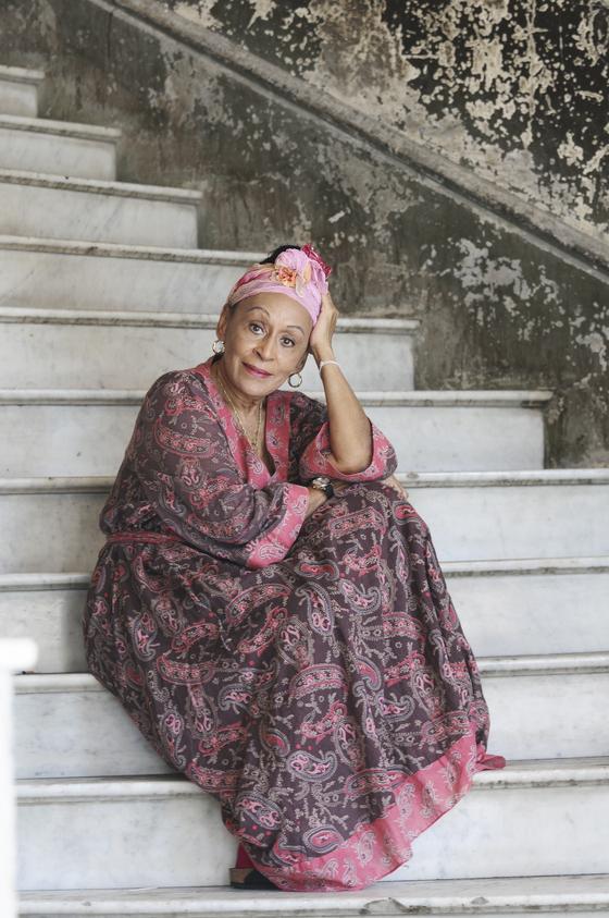 오마라 포르투온도는 올해 89세라는 나이가 무색하게 발랄한 면모를 자랑했다. [사진 프라이빗커브]