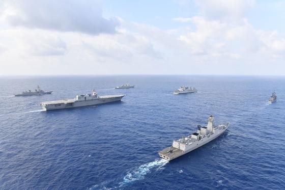 미국 일본·인도 필리핀 함정의 합동군사 훈련 모습. [연합뉴스, 미 해군 7함대 홈페이지]