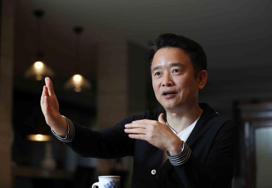 남경필 전 경기지사가 지난달 30일 중앙일보와의 인터뷰에서 경제인으로서 장래 포부를 밝히고 있다. 김상선 기자