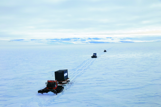 극지연구소 'K-루트 사업단'이 독자적인 남극 내륙진출로를 탐사하고 있다. [사진 극지연구소]